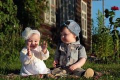Kinderen in de het parkjongen en meisje Royalty-vrije Stock Foto's