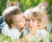 Kinderen in de lente Stock Foto's