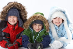 Kinderen in de winterkleding stock foto