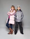 Kinderen in de winterkleren Stock Foto's