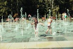 Kinderen, de zomer royalty-vrije stock afbeeldingen