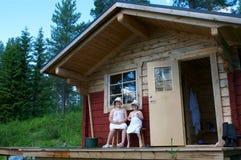 Kinderen dichtbij sauna Royalty-vrije Stock Foto's