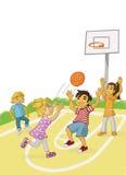 Kinderen die basketbal spelen Stock Afbeelding