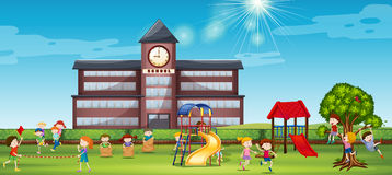 Kinderen die bij de schoolwerf spelen vector illustratie
