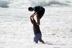 Kinderen die bij het strand van Gr spelen Porto Royalty-vrije Stock Fotografie