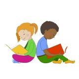 Kinderen die boeken lezen Het leren van de jongen en van het meisje Royalty-vrije Stock Foto's