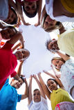 Kinderen die doek houden stock afbeelding