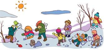 Kinderen die een goede tijd in de winterlandschap hebben (v Stock Afbeeldingen