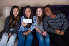 Kinderen die een selfie nemen Royalty-vrije Stock Foto's