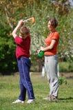 Kinderen die golf spelen Stock Foto