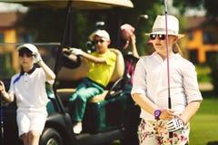 Kinderen die golf spelen Royalty-vrije Stock Foto