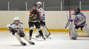 Kinderen die hockey spelen Royalty-vrije Stock Fotografie