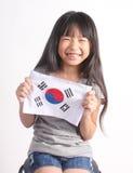 Kinderen die jonge zaailingsinstallatie in handen houden Stock Afbeelding