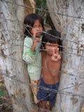 Kinderen die Kambodja bedelen Stock Foto's