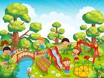 Kinderen die met speelgoed op de speelplaats in de parkvector spelen Royalty-vrije Stock Afbeelding