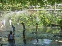 Kinderen die met Water spelen Royalty-vrije Stock Foto