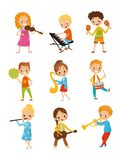 Kinderen die muziekinstrument, begaafde weinig beeldverhaal vectorillustraties van musicuskarakters op een wit spelen royalty-vrije illustratie