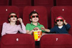 Kinderen die op een film letten Royalty-vrije Stock Foto