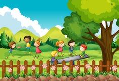 Kinderen die op het gebied spelen Royalty-vrije Stock Foto