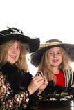Kinderen die op jewlery proberen Royalty-vrije Stock Afbeelding