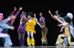 Kinderen die op stadium dansen Royalty-vrije Stock Fotografie