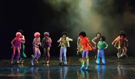Kinderen die op stadium dansen Royalty-vrije Stock Afbeelding