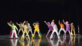 Kinderen die op stadium dansen Royalty-vrije Stock Foto's
