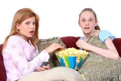 Kinderen die op TV samen letten Royalty-vrije Stock Foto