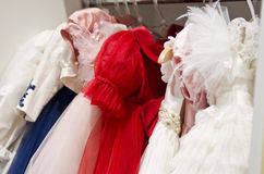 Kinderen die opslag kleden Royalty-vrije Stock Afbeeldingen