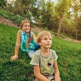 Kinderen die in Park spelen Royalty-vrije Stock Afbeelding
