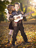 Kinderen die in park spelen Royalty-vrije Stock Fotografie