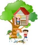 Kinderen die in treehouse spelen royalty-vrije illustratie