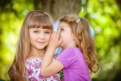 Kinderen die verjaardag vieren Royalty-vrije Stock Afbeeldingen