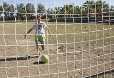Kinderen die voetbal spelen Royalty-vrije Stock Foto