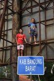 Kinderen door de Rivier in Bogor Royalty-vrije Stock Afbeeldingen