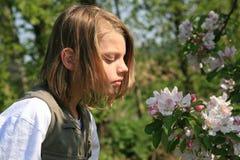 Kinderen en bloem Stock Foto's
