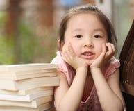 Kinderen en boeken Stock Foto's