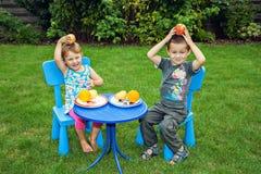 Kinderen en gezonde voeding Stock Afbeeldingen