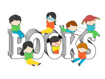 Kinderen en jonge geitjes die en op boekentekst lezen zitten Royalty-vrije Stock Foto