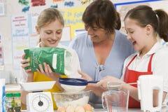 Kinderen en leraar in klasse Royalty-vrije Stock Foto