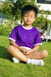 Kinderen en meditatie stock afbeelding