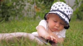 Kinderen en nieuwe technologieën stock video