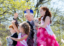 Kinderen en Tiara's en kronen Royalty-vrije Stock Foto