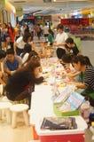 Kinderen hands-on activiteiten Stock Fotografie