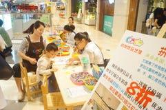 Kinderen hands-on activiteiten Stock Foto