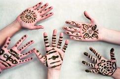 Kinderen Henna Hands Royalty-vrije Stock Foto's