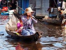Kinderen in het meer van het Sap Tonle in Kambodja Royalty-vrije Stock Afbeelding