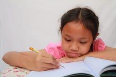 Kinderen het schrijven Stock Foto's