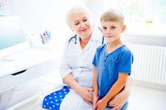 Kinderen medische kliniek Stock Afbeeldingen