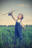 Kinderen met airplan Royalty-vrije Stock Afbeeldingen